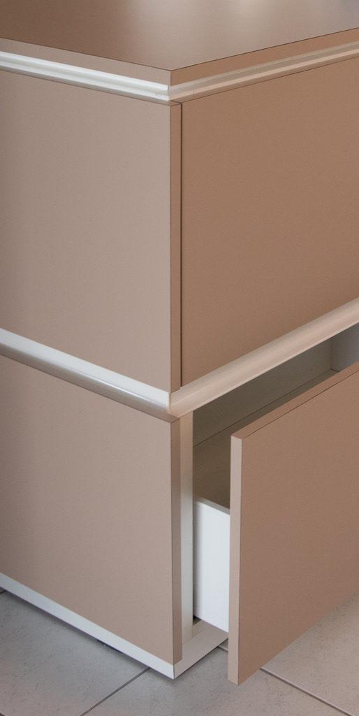 r alisation de rangements sous escalier dans un espace ouvert noblet agencement menuiserie. Black Bedroom Furniture Sets. Home Design Ideas
